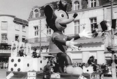 1967 Minnie-mini-jupe