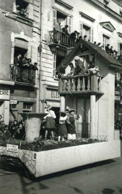 1953 Ya du monde au balcon - 36e Mi-Carême de Cholet