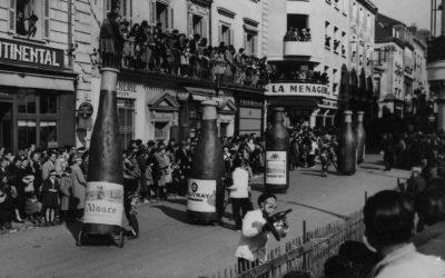 1953 - Les bouteilles précèdent le char qui fait honneur à Bacchus - 36e Mi-Carême de Cholet