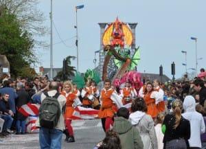 System'D Lanceurs de drapeaux devant Carnaval Cholet. 6temdassos.fr 27