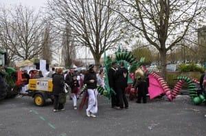 System'D au repos après le défilé Place du 8 Mai Carnaval Cholet. 6temdassos.fr 38